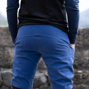 Le short en bois bleu